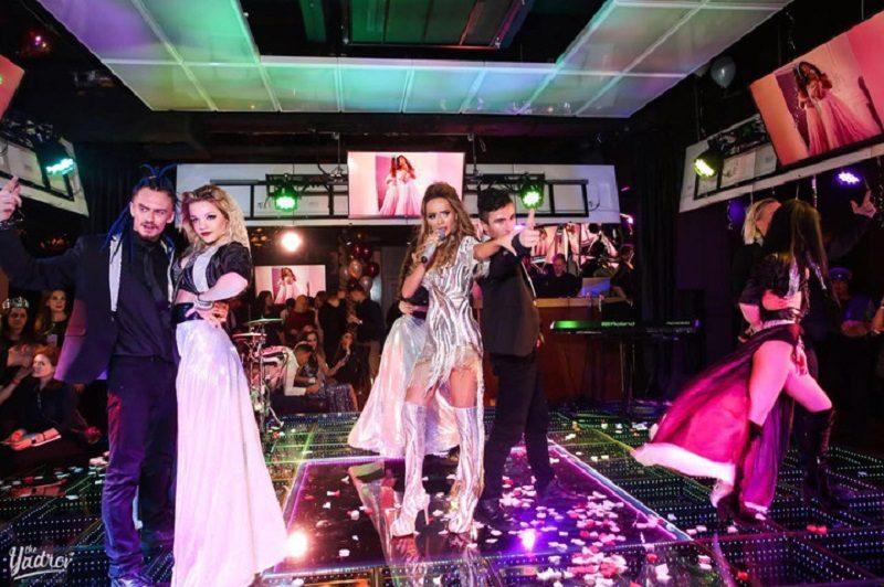 Newstes: Анна Калашникова презентовала новый клип «Без макияжа»