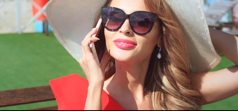 FashionTime: Анна Калашникова презентовала новый клип «Без макияжа»